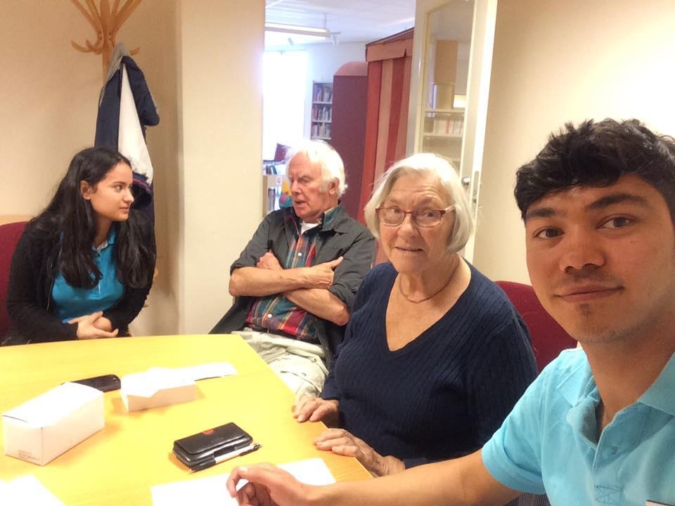 IT-guider i Karlskoga med två seniorer