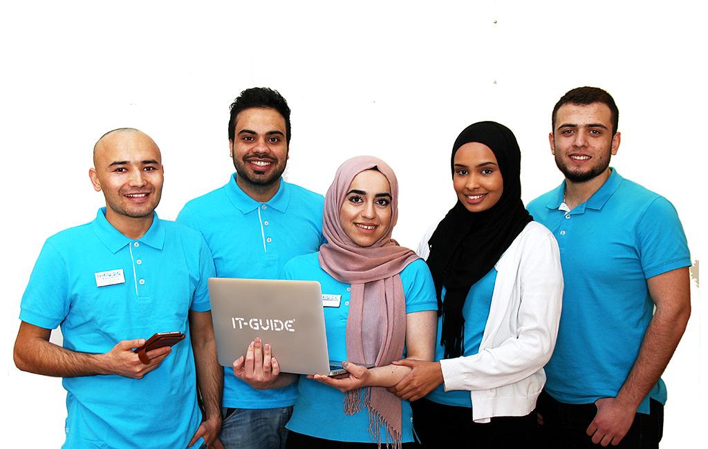 IT-guider i Örebro med dator och smartphones